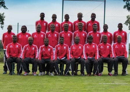 german-team-combats-racism-by-turning-everyone-black-in-team-photo-body-image-1459451975.jpg